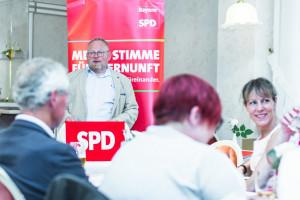 Landtagsabgeordneter Klaus Adelt hält die Festrede