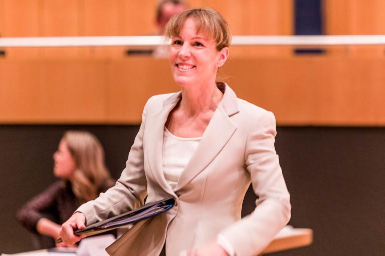 Eva Döhla bei der Vereidigung zur Hofer Oberbürgermeisterin