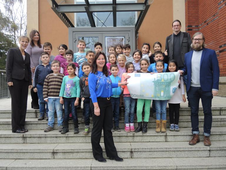 SPD-Ortsverein übergibt Spendeneinnahmen an Sophienschule